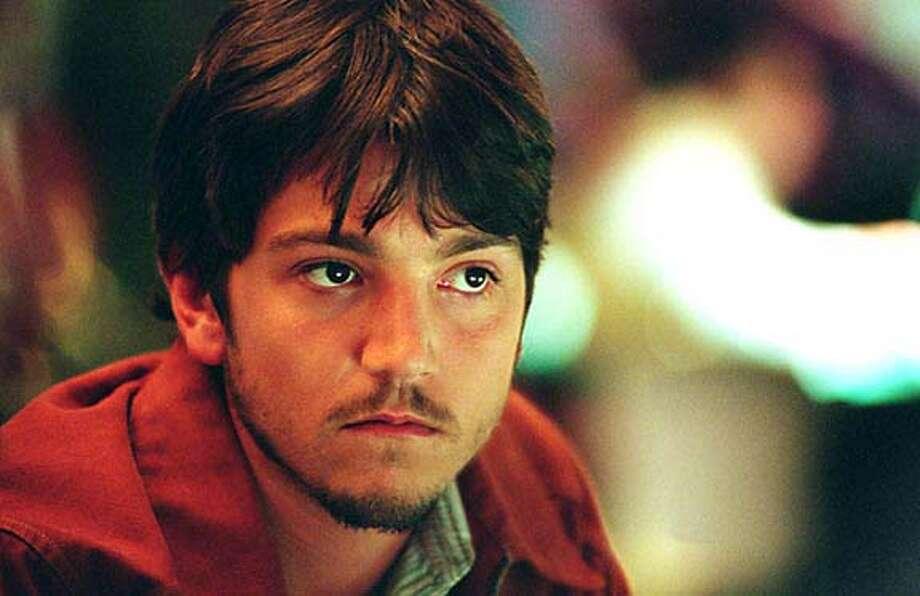 """diego05_criminal.JPG Actor Diego Luna in the movie """"Criminal."""" / HANDOUT"""