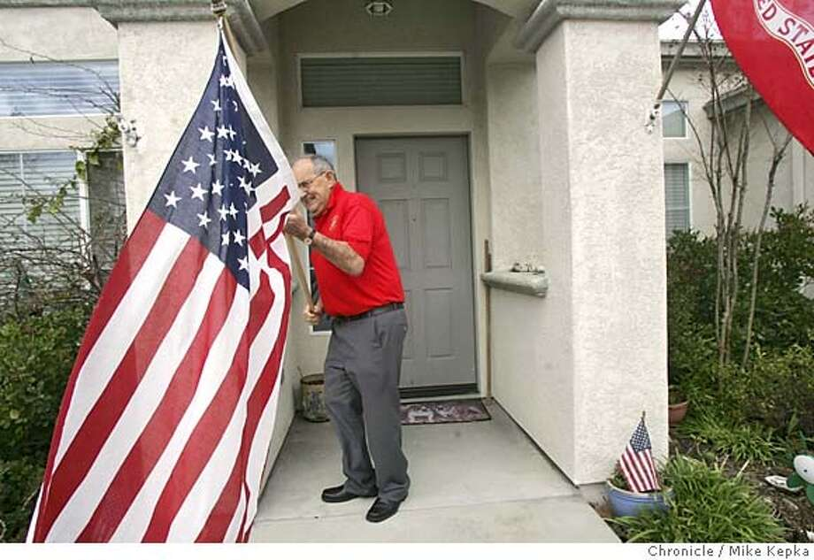 iwojima138_mk.jpg Dale Cook, 79, of Brentwood, is a survivor of the WWII Marine assault of Iwo Jima 60 years ago.  Mike Kepka / The Chronicle MANDATORY CREDIT FOR PHOTOG AND SF CHRONICLE/ -MAGS OUT Photo: Mike Kepka