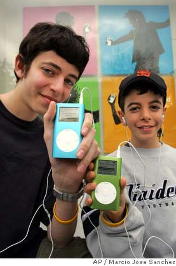 Gabriel Lewenstein, left, and his brother Ari,10, pose for a photograph with iPod minis outside the Apple Store in Palo Alto, Calif. on Wednesday, Feb. 23, 2005. Apple unveiled the second generation iPod mini lineup Wednesday with a new 4GB model priced at $199 and a new 6GB model priced at $249.(AP Photo/Marcio Jose Sanchez) Photo: MARCIO JOSE SANCHEZ