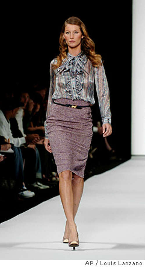 Giselle Bundchen wears a silk blouse and tweed skirt in the Marc Jacobs Fall/Winter 2004 collection, Monday, Feb. 9, 2004, in New York. (AP Photo/Louis Lanzano) ProductName	Chronicle Photo: LOUIS LANZANO