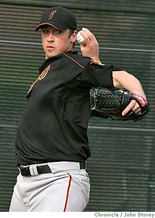 022105_Giants_jrs125.JPG  Giant pitcher Jesse Foppert throws at Indian School.  The Giants work out during spring training. Event on 2/21/05 in Scottsdale. John Storey / The Chronicle MANDATORY CREDIT FOR PHOTOG AND SF CHRONICLE/ -MAGS OUT Photo: John Storey