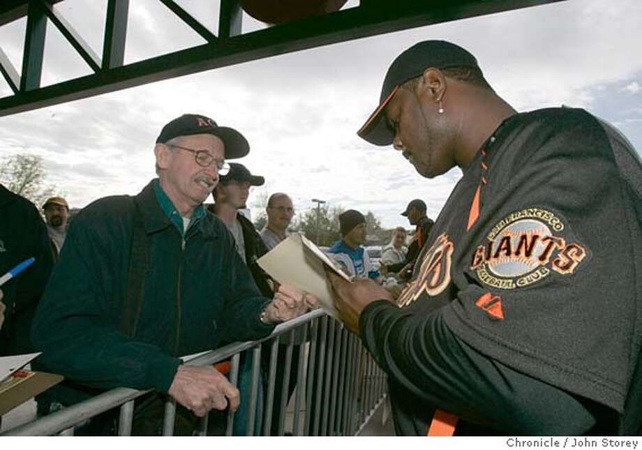 021805_Giants_jrs094.JPG  giants pitcher Armando Benitez sign an autograph for a fan before boarding the bus to the Indian School baseball fields on the first day of spring training. The fan refused to give his name.  The Giants open Spring Training in Scottsdale. Event on 2/18/05 in Scottsdale. John Storey / The Chronicle MANDATORY CREDIT FOR PHOTOG AND SF CHRONICLE/ -MAGS OUT Photo: John Storey