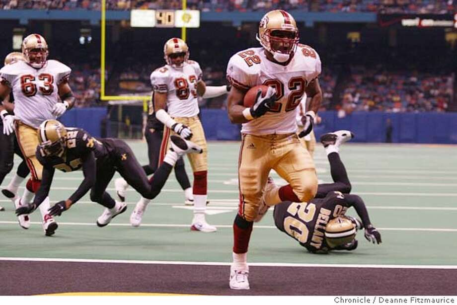 49ERS5-C-06JAN02-SP-DF  Terry Jackson scores his 2nd of two touchdowns in the 4th quarter as San Francisco 49ers beats New Orleans Saints 38-0 at the Superdome in New Orleans.  CHRONICLE PHOTO BY DEANNE FITZMAURICE cat Sports#Sports#Chronicle#8/8/2003#ALL#3star#c6# Photo: DEANNE FITZMAURICE