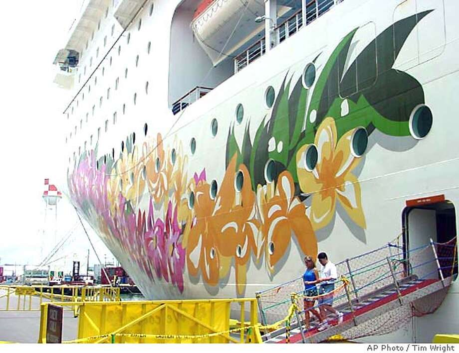 "Passengers disembark the ""Pride of Aloha"" Saturday, June 26, 2004, in Hilo, Hawaii. The boat is the first U.S.-flagged cruise ship in nearly 50 years. (AP Photo/Tim Wright) Photo: TIM WRIGHT"
