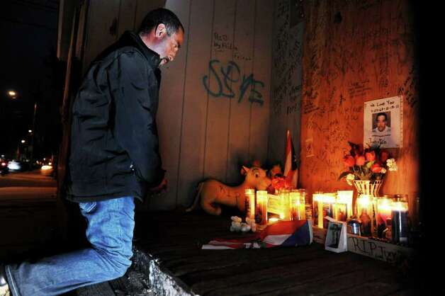 Rene Candelario of Bridgeport pays his respects to Angel ìTun Tunî Gonzalez  on Wednesday, Jan. 25, 201, at the Brooks Street building in Bridgeport, Conn. where Gonzalez was killed. Candelario went to school with Gonzalez in San Lorenzo Puerto Rico. Photo: Autumn Driscoll / Connecticut Post