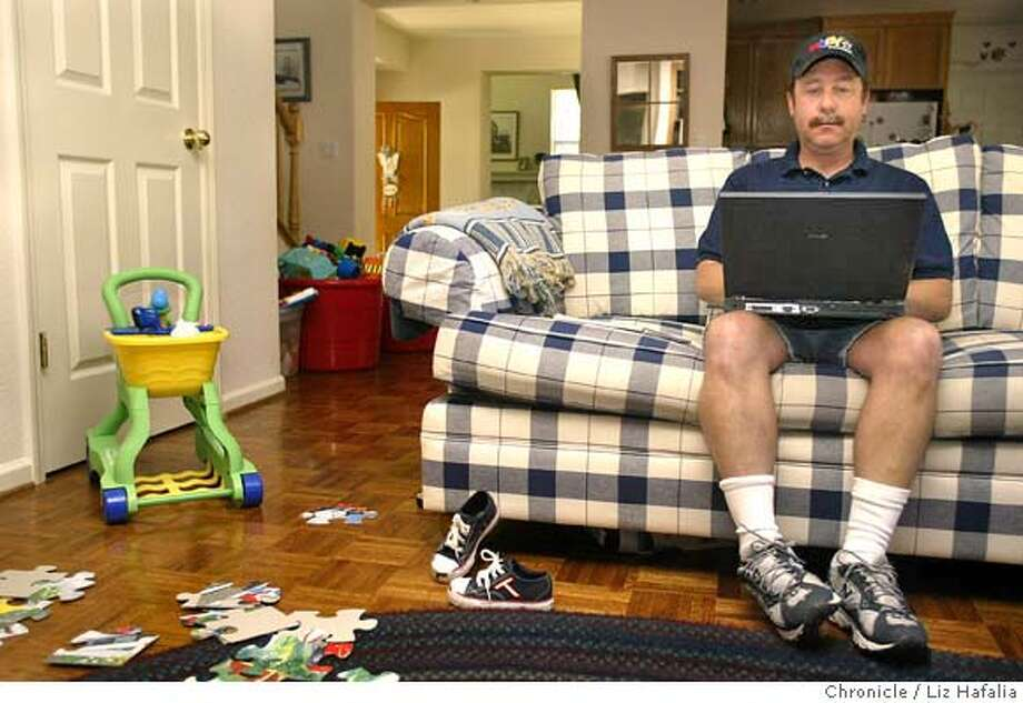 Steve Weinberg runs an EBay business from his home in the Sierra Foothills selling electronics. Shot on 8/25/04 in El Dorado Hills. LIZ HAFALIA / The Chronicle Photo: LIZ HAFALIA