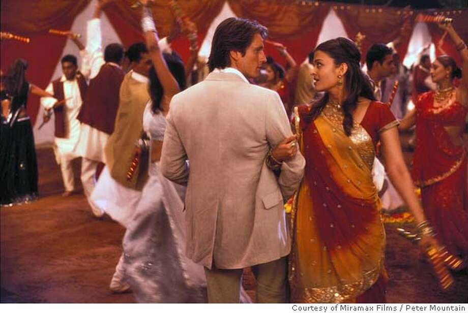BRIDE11 Martin Henderson & Aishwarya Rai star in Gurinder Chadha's BRIDE & PREJUDICE Photo Credit: Peter Mountain/Courtesy of Miramax Films.