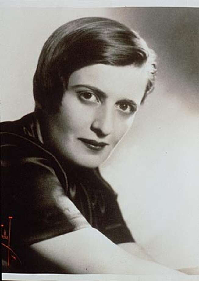 """FRI MOVIES 5/C/28APR98/DD/HO--AYN RAND Film documentary of her life entitled: """"AYN RAND: A SENSE OF LIFE' Written and directed by Michael Paxton. ALSO RAN: 4/5/99 CAT Photo: HANDOUT"""