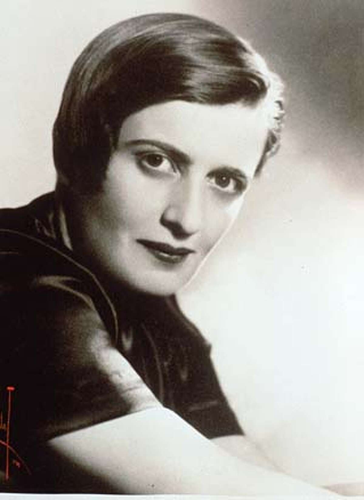 """FRI MOVIES 5/C/28APR98/DD/HO--AYN RAND Film documentary of her life entitled: """"AYN RAND: A SENSE OF LIFE' Written and directed by Michael Paxton. ALSO RAN: 4/5/99 CAT"""