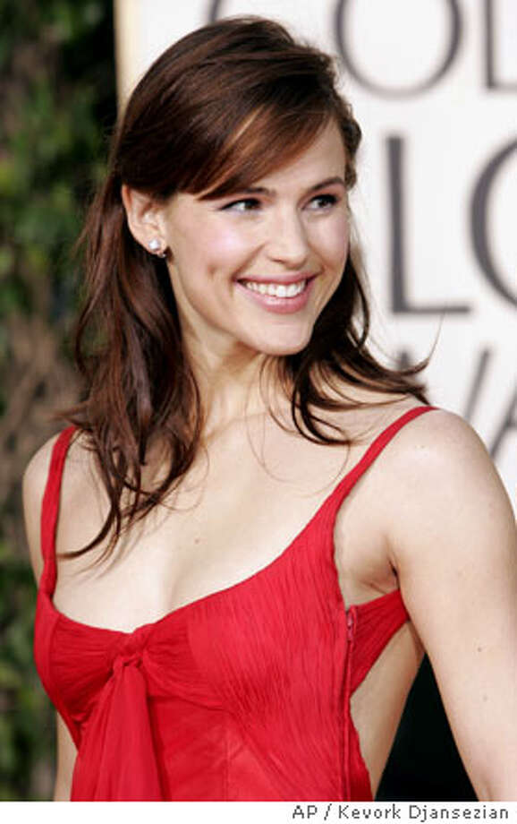 Jennifer Garner, nominated for best actress in a drama series for her work on Alias, arrives for the 62nd Annual Golden Globe Awards on Sunday, Jan. 16, 2005, in Beverly Hills, Calif. (AP Photo/Kevork Djansezian) Photo: KEVORK DJANSEZIAN
