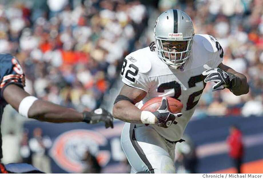 raiders313_mac.jpg Raiders 32- Zack Crockett on a outsdie run. Oakland Raiders vs. Chicago Bears 10/5/03 in Chicago. MICHAEL MACOR/ The Chronicle MANDATORY CREDIT FOR PHOTOG AND SF CHRONICLE/ -MAGS OUT Photo: MICHAEL MACOR