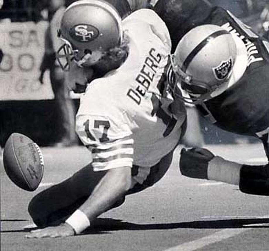 San Francisco 49er QB Steve DeBerg .