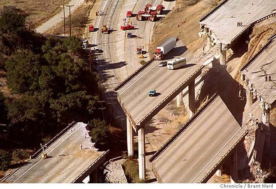 VEHICLES TRAPPED ON ELEVATED SECTION OF INTERSTATE 5 NORTH OF SYLMAR (NOT SAME AS 01/19/94 PAGE 1 SHOT) (aerial)  QUAKE//18JAN94/CD/WARD CAT Photo: BRANT WARD