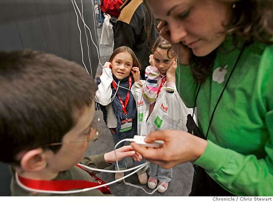 apple13005_cs.jpg Event on 1/12/05 in San Francisco.  Ben Lancaster, 10, of Sebastopol (L) gets help with a new ipod shuffle during MacWorld at San Francisco's Moscone Center. Apple employee Vanessa North helps Ben as friends Shelby Stasiowski, 7 (center), and her sister Devyn, 10, also of Sebastopol, wait their turn.  Chris Stewart / The Chronicle MANDATORY CREDIT FOR PHOTOG AND SF CHRONICLE/ -MAGS OUT Photo: Chris Stewart