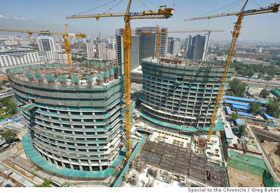 CHINACONSTRUCT01.JPG Beijing's brand new Finance Street. GREG BAKER / Special To The Chronicle Ran on: 07-25-2004  ProductName	Chronicle Ran on: 07-25-2004  San Francisco architects at Skidmore, Owings and Merrill are overseeing the $4.6 billion construction project, top, of Beijing's new Finance Street. The architects' rendition shows what they hope Finance Street will look like when it is complete. Ran on: 07-24-2004  ProductName	Chronicle Photo: GREG BAKER