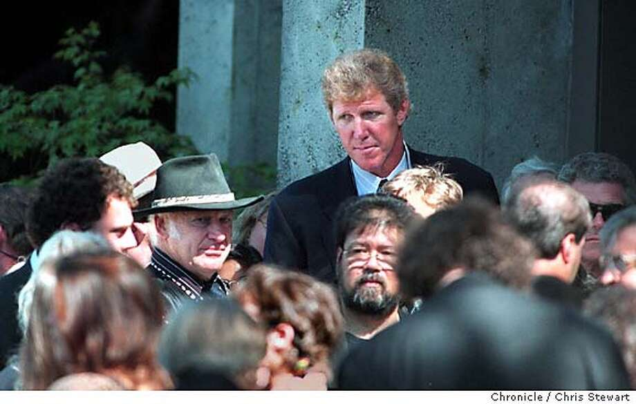 FUNERAL 2/C/11AUG95/MN/CS - Former Trailblazers basketball star Bill Walton (R - The Tall Guy) and author and Merry Prankster Ken Kesey (dark hat) stood outside St. Stephen's Episcopal Church in Belvedere prior to the service for Grateful Dead lead guitarist Jerry Garcia, who died Wednesday. San Francisco Chronicle phot by Chris Stewart ALSO RAN 9/29/97 (KEN KESEY) ALSO RAN: 01/06/1999 CAT Photo: CHRIS STEWART