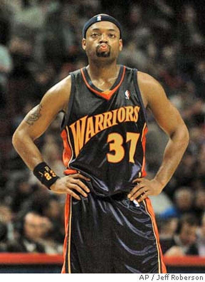 Golden State Warriors' Nick Van Exel reacts as the game begins to slip away with seconds left in overtime against the Chicago Bulls Saturday, Feb. 28, 2004 in Chicago. The Bulls won the game 87-81 in overtime. (AP Photo/Jeff Roberson) Photo: JEFF ROBERSON
