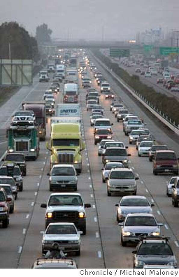 TRAFFIC_021_MJM.JPG  A look at the eastbound traffic on I580 near Santa Rita Road between Pleasanton and Livermore.  Interstate 580 out in the Livermore Valley is one of the most congested stretches of freeway in the state.  Photo by Michael Maloney / San Francisco Chronicle MANDATORY CREDIT FOR PHOTOG AND SF CHRONICLE/ -MAGS OUT Photo: Michael Maloney