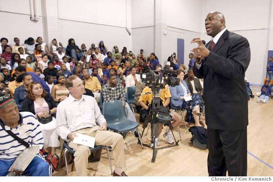 """Johnson speaks to the crowd.  Basketball legend Ervin """"Magic"""" Johnson opens the 16th Magic Johnson/HP Inventor Center at the East Oakland Youth Development Center. Oakland Mayor Jerry Brown and Lt. Gov. Cruz Bustamante also attend.  Photo by Kim Komenich in Oakland Photo: Kim Komenich"""