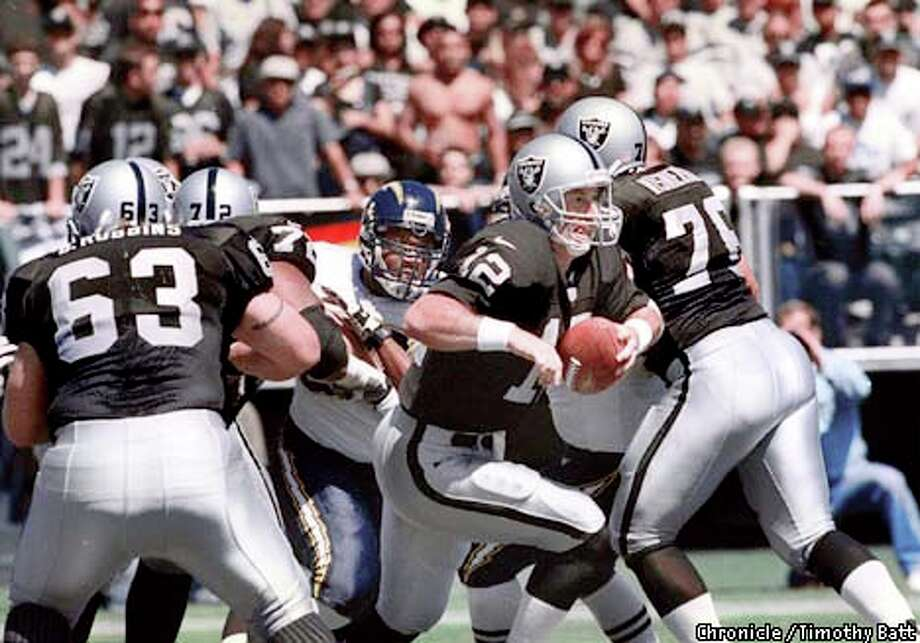 Raiders quarterback Rich Gannon scrambled out of the pocket when he couldn't find a receiver; he ran for 14 yards on Oakland's only touchdown drive. Chronicle photo by Timothy Batt / CHRONICLE