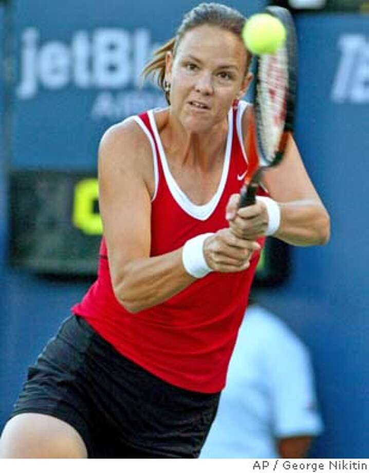 Lindsay Davenport hits a backhand against Lioudmila Skavronskaia of Russia in a second-round match, Thursday July 15, 2004, at the Bank of the West Classic in Stanford, Calif. Davenport beat Skavronskaia 6-1, 6-1. (AP Photo/George Nikitin) Photo: GEORGE NIKITIN