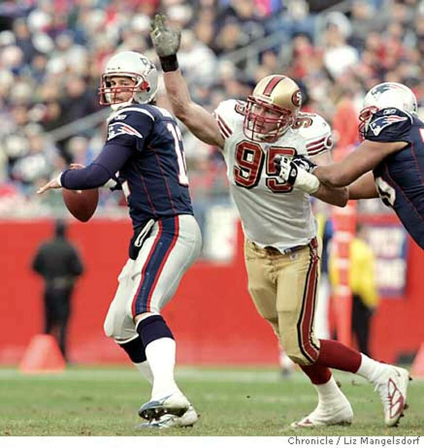 Event on 1/2/05 in Foxboro.  Patriot QB Tom Brady gets pressured by niner #95 John Engelberger in the 3rd quarter.  San Francisco 49ers play the New England Patriots at Gillett Stadium. Patriots win 21-7.  Liz Mangelsdorf / The Chronicle Photo: Liz Mangelsdorf