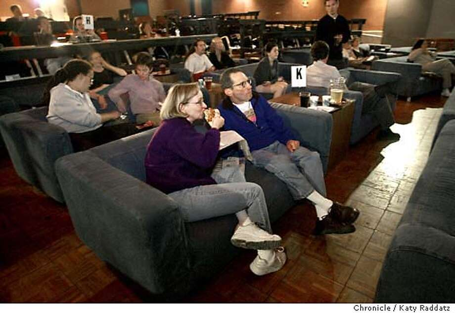 SHOWN: Jayme (cq) Gallager and her husband Len Goldman, of Oakland, settle into some pizza and the movie. Review of food at Parkway Speakeasy Theater in Oakland, where they've ripped out theater seats and installed couches so foax can eat real food and drink and watch movies. Katy Raddatz / The Chronicle Photo: Katy Raddatz