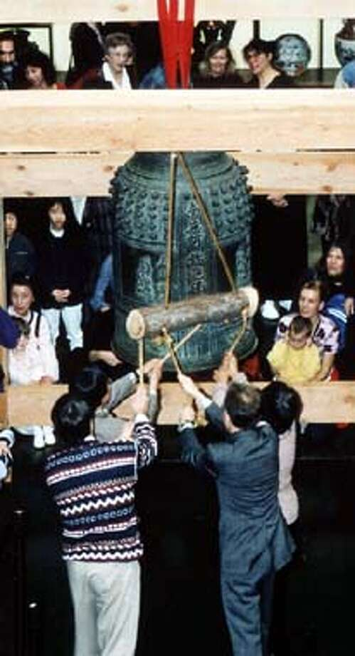 BELLRINGA-23DEC02-DD-HO  Asian Art Museum's Bell Ringing Images HANDOUT PHOTO