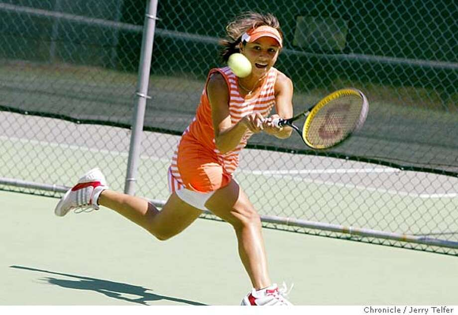 wbdavis_092_jlt.JPG Event on 6/29/04 in Walnut Creek. Fourteen-year-old Chelsea Davis of San Francisco practices her game in Walnut Creek. The young tennis star has been burning up the juniors tennis competition. Chronicle photo by Jerry Telfer / The Chronicle Photo: Jerry Telfer