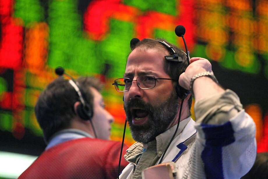 A trader waits for an order in the S&P 500 pit on the floor of the CME Group's Chicago Board of Trade prior to the Federal Reserve Federal Open Market Committee (FOMC) interest rate announcement in Chicago, Illinois, U.S., on Wednesday, Jan. 25, 2012. U.S. stocks rallied, erasing an earlier loss in the Standard & Poor's 500 Index, as the Federal Reserve said interest rates will remain low until late 2014 and Apple Inc. rallied after earnings more than doubled. Photographer: Tim Boyle/Bloomberg Photo: Tim Boyle, Bloomberg
