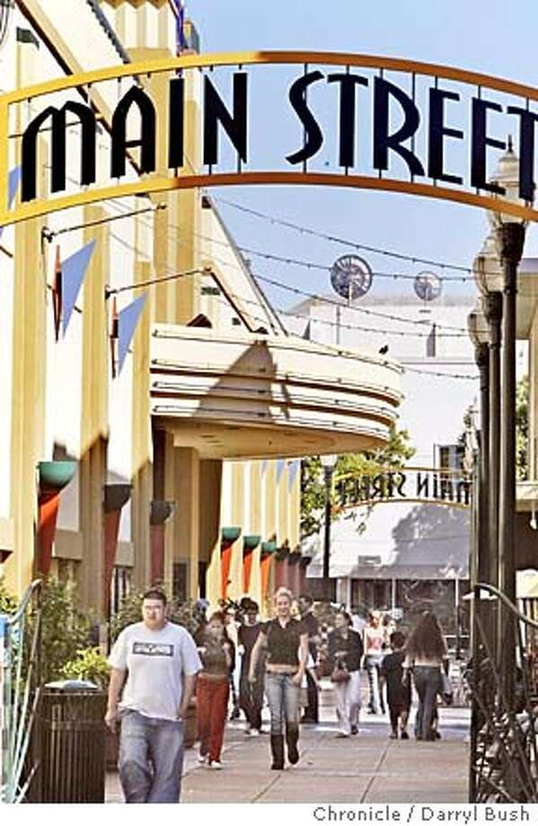 People walk out of a Main Street pedestrian mall towards 2nd Avenue, after they see a show at Century Theaters multiplex theater downtown.  Event on 6/24/04 in San Mateo.  Darryl Bush / The Chronicle Photo: Darryl Bush