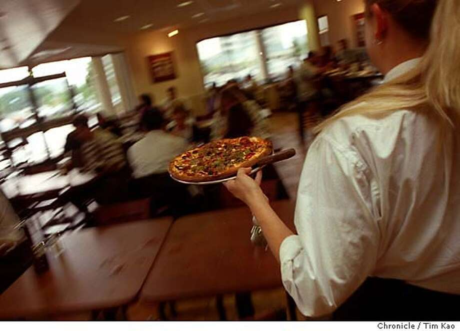 AMICI-01/C/28MAY98/PF/TK= RESTAURANTS; Amici pizza in Redwood city. PHOTO BY TIM KAO/THE CHRONICLE CAT Photo: TIM KAO