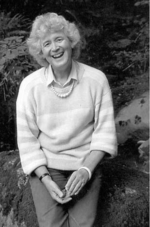 MORIS-B-23OCT01-DD-HO Jan Morris. HANDOUT.