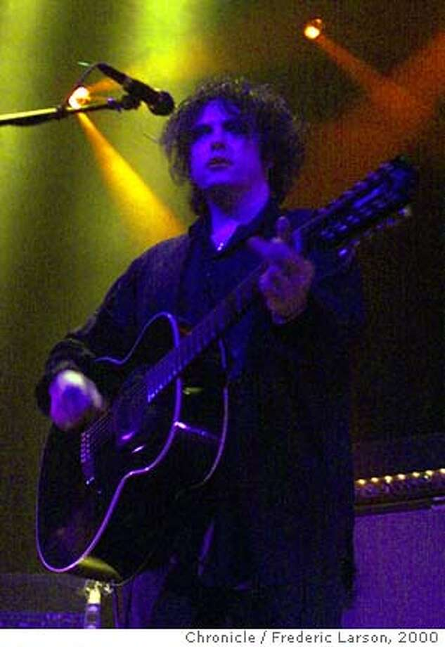 CURE19-D-C-18FEB00-DD-FRL: Robert Smith lead singer for the Cure, at the Filmore in SF. Chronicle photo by Frederic Larson Photo: FREDERIC LARSON