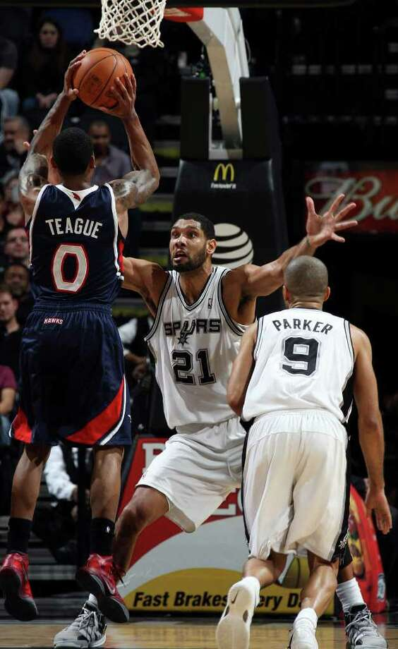 Spurs Tim Duncan defends against Atlanta Hawks Jeff Teague during the first half at the AT&T Center, Wednesday, Jan. 25, 2012. Jerry Lara/San Antonio Express-News Photo: Jerry Lara, Express-News / © San Antonio Express-News