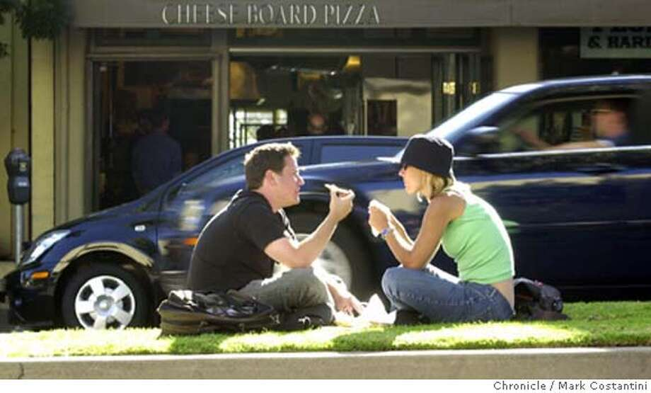 NICEDAY23_058.JPG Photo taken on 6/23/04 in BERKELEY. On a perfect summer day in Berkeley, (from left)John Senseney and Amy Buono enjoy a pizza on a grassy median strip on Shattuck Ave.  Photo: Mark Costantini/SF Chroniclerial Photo: MARK COSTANTINI