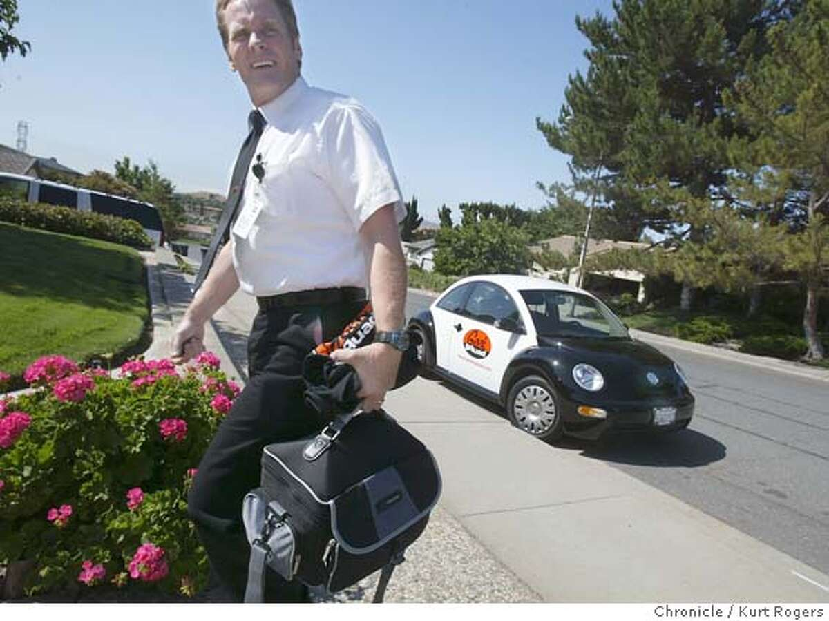 Mark Reardon Double Agent 260 arrives at his first assignment of the day .Fix Louise Agnew's home computer. They wear short-sleeved white shirts, black bow ties and sunglasses; they flash identity badges a la �Men in Black.� When the Geek Squad pulls up to your house in their trademark black and white Volkswagens, they�re coming to investigation computer bugs and glitches, not ETs. Consumer electronics giant Best Buy bought the small Minneapolis tech-support company two years ago and now is rolling its house-call service out nationwide 6/10/04 in Antioch,CA. Kurt Rogers/The Chronicle