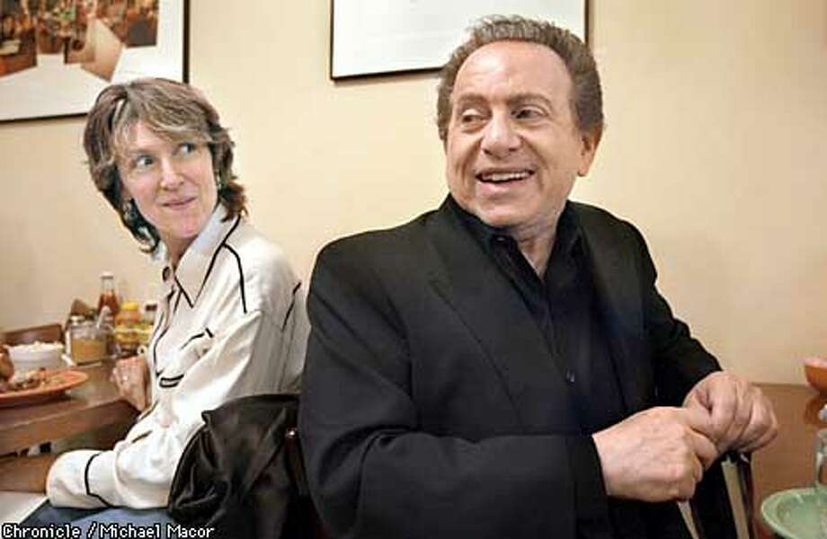 """MASON05B-C-03DEC02-DD-MAC Lunch at West East coast Deli on Polk St. in SF. Comedian Jackie Mason, right, enjoys lunch at the Deli as other guest like Sandy Reed of Sebastopol glances his way. Comedian Jackie Mason has a one-man show in town called """"Prune Danish"""". by Michael Macor/The Chronicle"""