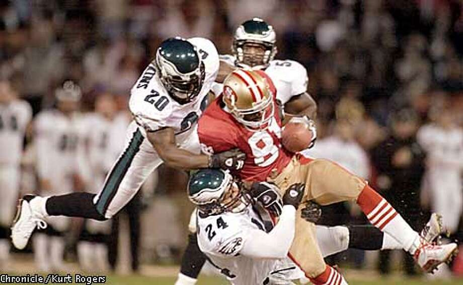 49ERSA-C-25NOV02-SP-KR  Terrell Owens first down catch in the second quarter that help set up the 49er TD.  The San Francisco 49ers Vs the philadelphia Eagles Photo By Kurt Rogers Photo: Kurt Rogers