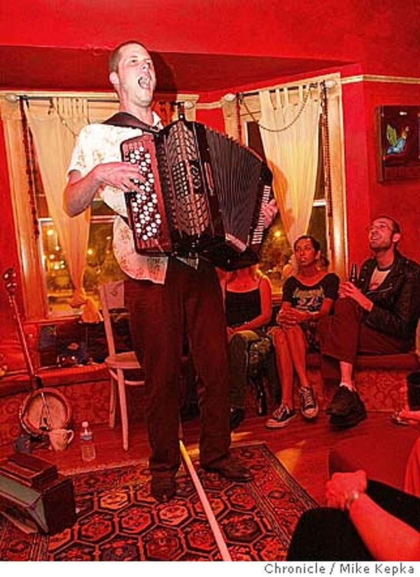 Musician, Mark Growden performs for an intimate group in the main room of Epic Arts. Epic Arts in Berekely is a community arts venue, converted from an old house, which is open to people intersted in experiencing and perfoming art through music and other ways. 6/3/04 in Berkeley. Mike Kepka / The Chronicle