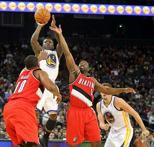 Golden State Warriors' Nate Robinson (2) shoots over two Portland Trail Blazer defenders during the first half of their NBA basketball game in Oakland, Calif., Wednesday, January 25, 2012. Photo: Lance Iversen, The Chronicle