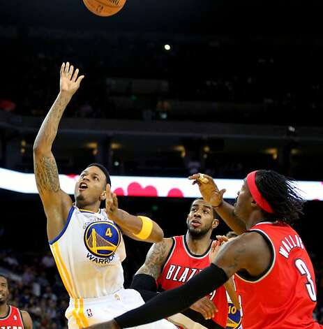 Golden State Warriors' Brandon Rush (4) shoots over two Portland Trail Blazer defenders during the first half of their NBA basketball game in Oakland, Calif., Wednesday, January 25, 2012. Photo: Lance Iversen, The Chronicle