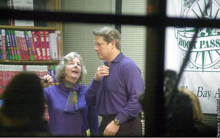 GOREBOOKS-C-20NOV02-MT-BM  Former President Al Gore (right) loostens his collar as Book Passage owner Elaine Petrocchi introduces him to the over flow crowd at the book store. chronicle photo by bob mcleod