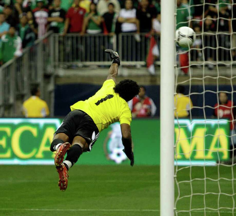 HOUSTON - JANUARY 25:  Goalkeeper Leonardo Morales #1 of Venezuela fails to save a shot and goal by Oribe Peralta of Mexico in the 90th minute during the international friendly between Mexico and Venezuela at Reliant Stadium on January 25, 2012 in Houston, Texas. Mexico defeated Venezuela 3-1. Photo: Bob Levey, Getty Images / 2012 Getty Images
