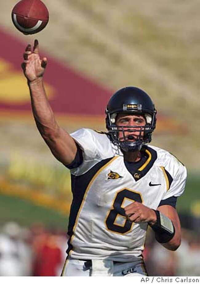 California's quarterback Aaron Rodgers passes during the fourth quarter against Southern California Los Angles on Saturday, Oct. 9, 2004. (AP Photo/Chris Carlson) Sports#Sports#Chronicle#10/16/2004#ALL#5star##0422404034 Photo: CHRIS CARLSON