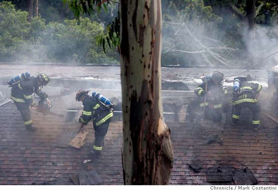 berkhillsfire_069_mc.jpg  Berekely Fire Dpet firefighters cut holes in roof of burning structure near Buena Vista and La Loma.  Fire in the Berkeley Hills. Fire in Berkeley Hlills around Buena Vista and La Loma. Mark Costantini/San Francisco Chronicle MANDATORY CREDIT FOR PHOTOG AND SF CHRONICLE/ -MAGS OUT Photo: Mark Costantini