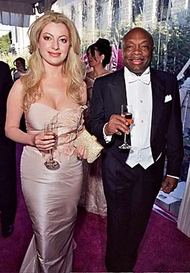 Sonya and Willie Brown at the opera gala Opening. Ran on: 09-19-2004 Metro#Metro#Chronicle#10/12/2004#ALL#5star#F6#0422348741 Photo: Thomas J. Gibbons