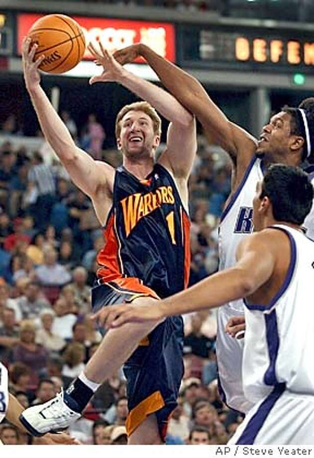 Golden State Warriors forward Troy Murphy, left, drives past Sacramento Kings forward Erik Daniels, right, during the first half of their pre-season game in Sacramento, Calif., on Sunday, Oct. 10, 2004(AP Photo/Steve Yeater) Photo: STEVE YEATER