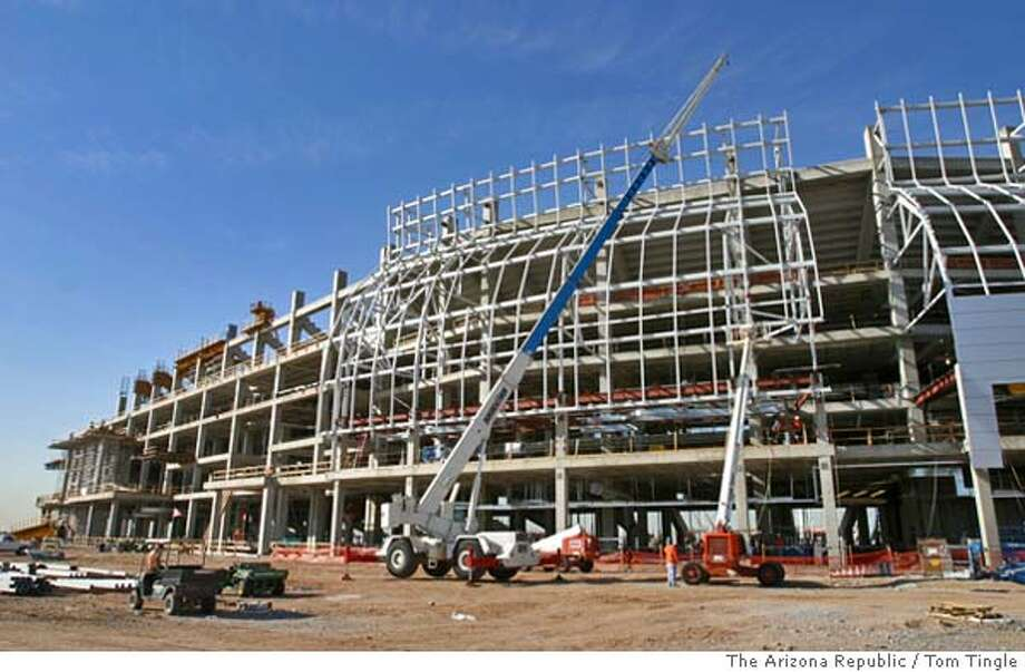 113335--9-9-04--This is the new Cardinals Stadium under construction in Glendale, Thursday. Photo by Tom Tingle/The Arizona Republic Sports#Sports#Chronicle#10/10/2004#ALL#2star##0422400404 Photo: Tom Tingle