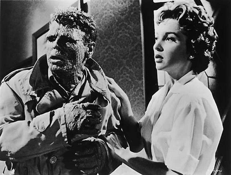 "Richard Crane and Beverly Garland in ""The Alligator People"" Datebook#Datebook#SundayDateBook#10-10-2004#ALL#Advance##0422382763"